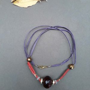 Náhrdelník do fialova s velkým korálem