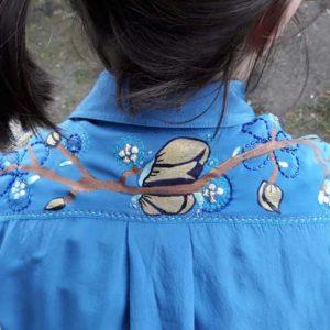 Modrá hedvábná košile